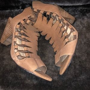 Vince Camuto Shoes - Vince Camuto leather shoes! A summer staple!